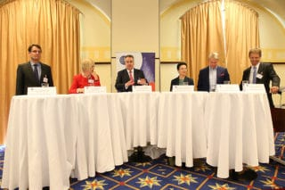 Diskussionsrunde mit 6 Teilnehmern beim Health Care Day 2016