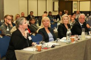 Teilnehmer im Konferenzsaal