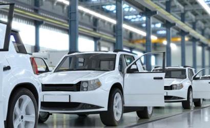 drei weiße Autos in einer Fertigungshalle - TPCA zeigt wie Zulieferer in Echtzeit angebunden werden können