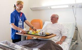 Im Krankenhaus betreuter Patient