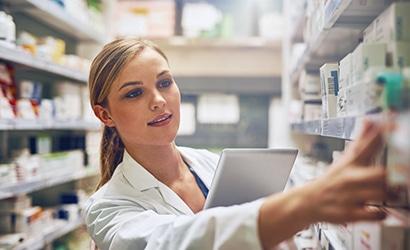 Lady-mit-Laptop-aus-dem-Bereich-Gesundheitswesen